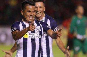 Janio Pósito anotó dos goles en la victoria de Alianza Lima