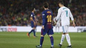 Leo Messi y Cristiano Ronaldo durante el Barça-Real Madrid de la Liga 2017/18, el último Clásico con ambos en el terreno de juego