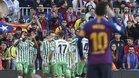 Los jugadores del Real Betis celebran uno de sus goles de su triunfo sobre el Barça por 3-4 el 11 de noviembre de 2018