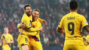 Messi y Arthur celebran el 0-1 en Praga