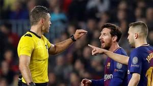 Messi y Skomina tuvieron una discusión subida de tono