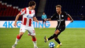 Neymar durante el partido ante el Estrella Roja