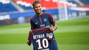 Neymar fichó por el PSG a cambio de 222 millones de euros