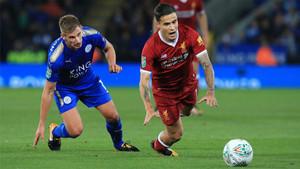 Philippe Coutinho (derecha) y Marc Albrighton en el partido de la League Cup entre Leicester City y Liverpool en el King Power Stadium de Leicester
