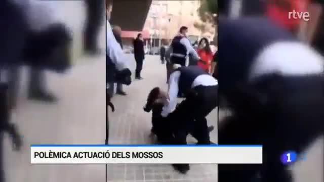 Polémica detención de los Mossos con una pistola Taser en Sabadell