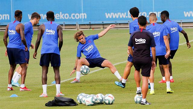 Último entrenamiento del Barça sin Messi antes de comenzar LaLiga
