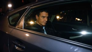 Pedro Sánchez en un coche.