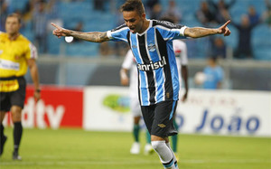 El FC Barcelona baraja la opción de Luan, jugador del Gremio de Porto Alegre