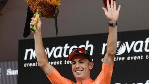 Bevin ganó la segunda etapa tras un esprint accidentado