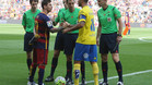 De Burgos Bengoetxea con Leo Messi y Aythami en los prolegómenos del Barça-Las Palmas de la Liga 2015/16