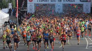 La Cursa Bombers se ha convertido en una gran fiesta atlética de la ciudad de Barcelona