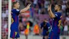 Deulofeu recibe la felicitación de Jordi Alba después de anotar su gol