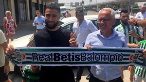 Fekir aterrizó este lunes a Sevilla para firmar por el Betis
