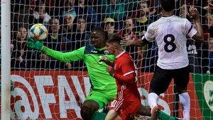Gales sufrió para ganar a Trinidad y Tobago