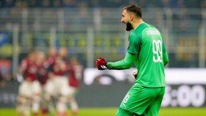 Gianluigi Donnarumma celebrando el gol del Milan en el derbi contra el Inter