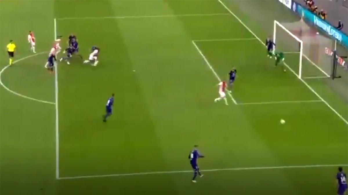 ¡Un gol calcado! Si miras este tanto del Ajax te acordarás del Barça y de Anfield