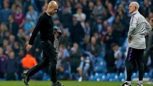 Guardiola camina con gesto serio tras la eliminación europea