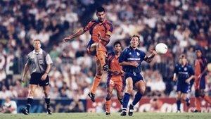 Guardiola, en una acción del Barça-Skonto, de previa de Champions en agosto de 1997