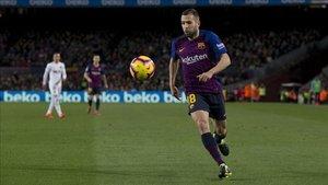 Jordi Alba jugó la segunda parte ante el Valencia y vio la amarilla