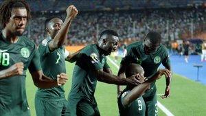 Los jugadores de Nigeria van a por la tercera plaza