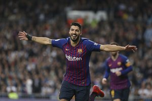 Luís Suárez eufórico tras marcar el tercer gol del Clásico de semifinal de Copa del Rey entre el Real Madrid y el FC Barcelona.