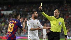 Mateu Lahoz amonesta a Jordi Alba