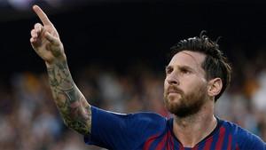 A Messi no se le resistió el PSV en el Camp Nou