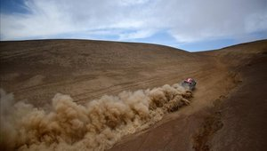 La quinta etapa del Dakar se retrasa dos horas por niebla