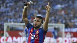 Rafinha participó de la fiesta tras ganar la Copa del Rey ante el Alavés