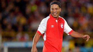 Ronaldinho sigue manteniendo su extravagancia habitual