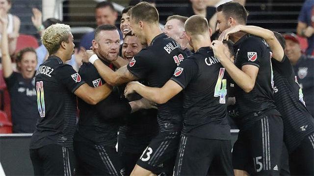 Rooney vuelve a ser Rooney: ¡Qué golazo desde su casa!