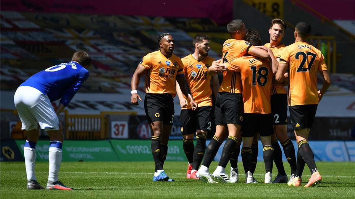 El Wolverhampton golea al Everton