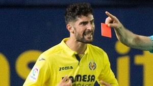 Álvaro González se sintió indispuesto al descanso del derbi valenciano