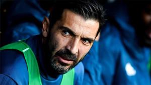 A Buffon le gustó lo que dijeron de él Jordi Alba y Rakitic