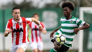 Correia juega en el filial del Sporting de Portugal