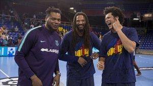 Duarte, junto a Sorhaindo y Petrus, en el Palau tras ganar la Liga Asobal