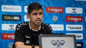 El entrenador del Sabadell, Antonio Hidalgo, en rueda de prensa