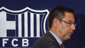 Josep Maria Bartomeu se vio obligado a rectificar y descartar el nuevo escudo