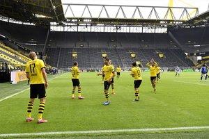 Las imágenes del Borussia Dortmund-Schalke 04, primer partido tras la pandemia.