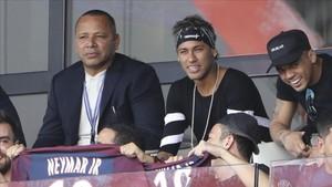 Los Neymar fraguaron la huida del Barça hace meses