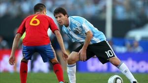 Messi volverá a verse las caras con Iniesta en el España-Argentina