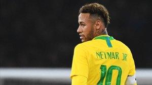 Neymar vistiendo la camiseta de la canarinha