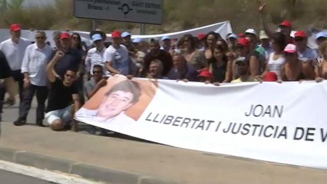 Sandro Rosell y Joan Besolí son recibidos con gritos de libertad en su traslado a la prisión barcelonesa de Brians 2