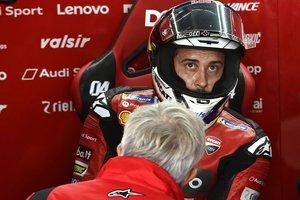 Andrea Dovizioso, en el box de Ducati