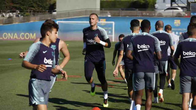 El Barça entrena sin Rafinha ni Alcácer