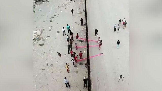 El columpio antixenófobo de la frontera entre los Estados Unidos y México