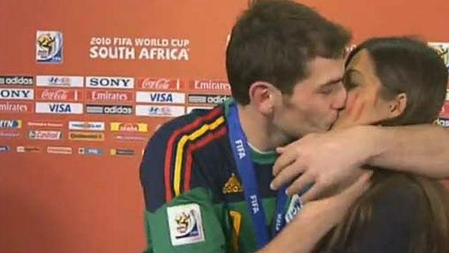 Se cumplen ocho años del beso de Casillas a Sara Carbonero en plena entrevista