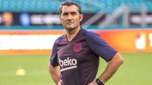 Ernesto Valverde, con rostro serio