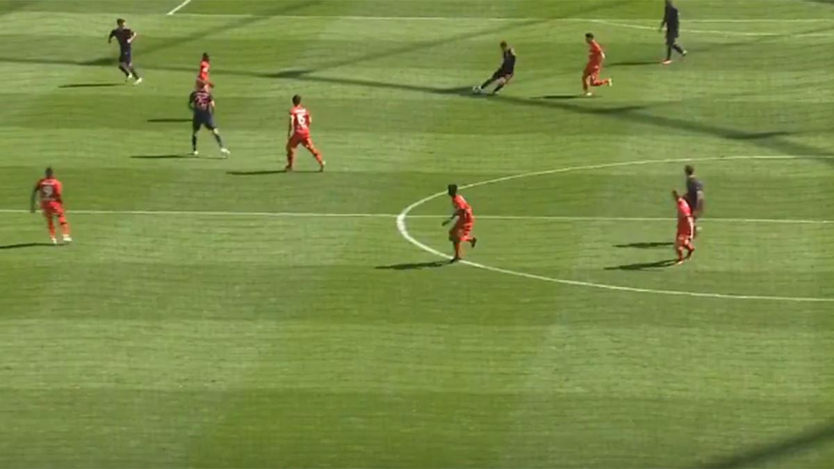 Espectacular asistencia de Kimmich desde su propio campo para el 1-3 del Bayern