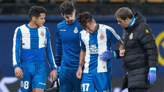 Hernán Pérez sufrió un golpe en la rodilla y tuvo que pedir el cambio